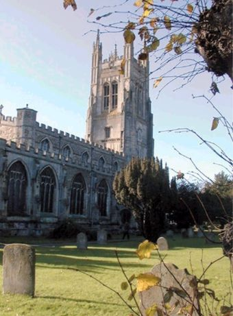 St_Neots_Church_in_autumn